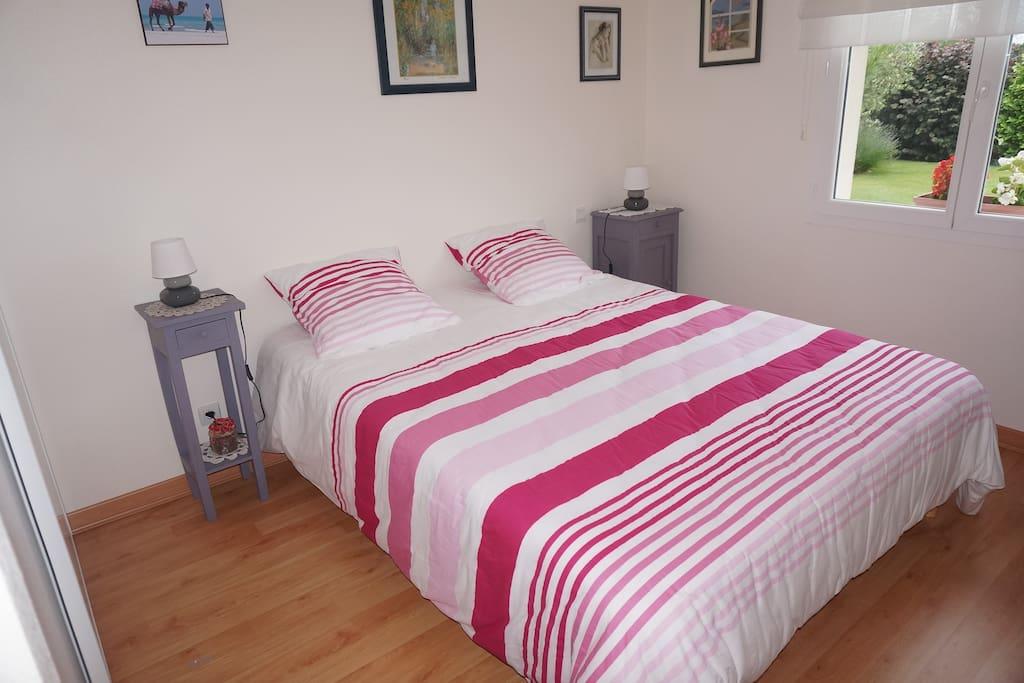 Chambre Lavande avec vrai lit 160 x 200 côté jardin