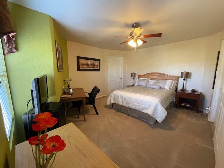 Phoenix South Mountain Retreat- Monarch Bedroom