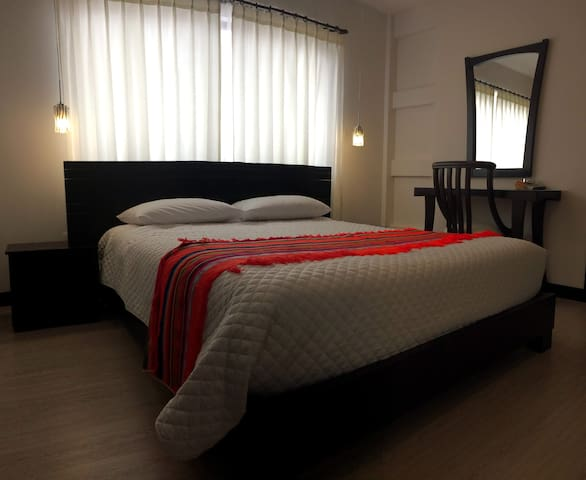 Heavenly Blessed Modern Mammas and Pappas B&B #106 - Cuenca - Bed & Breakfast