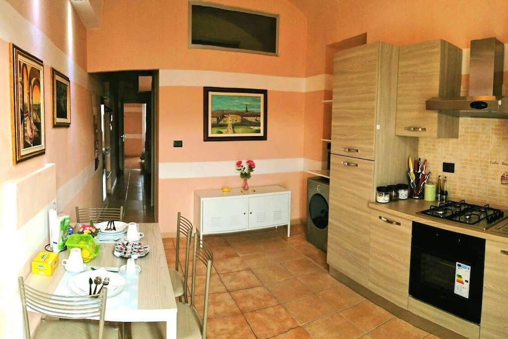 Zona pranzo.  Per vedere gli appartamenti a disposizione andare sul sito vacanzatorino.jimdo.com