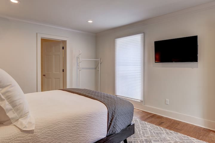 Suite with Hanging Rack and Flat Screen TV with Cable and Internet