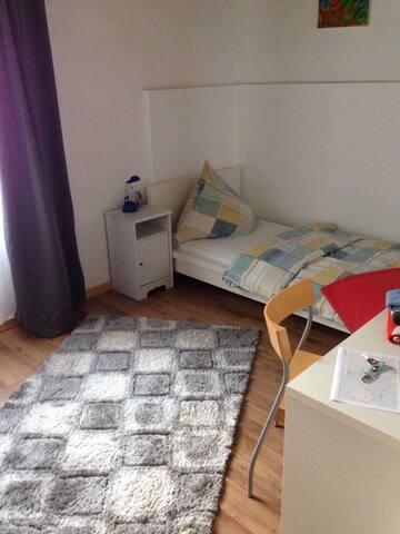 Einzelzimmer und Bad