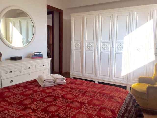 Double room with lots of light and wifi - València