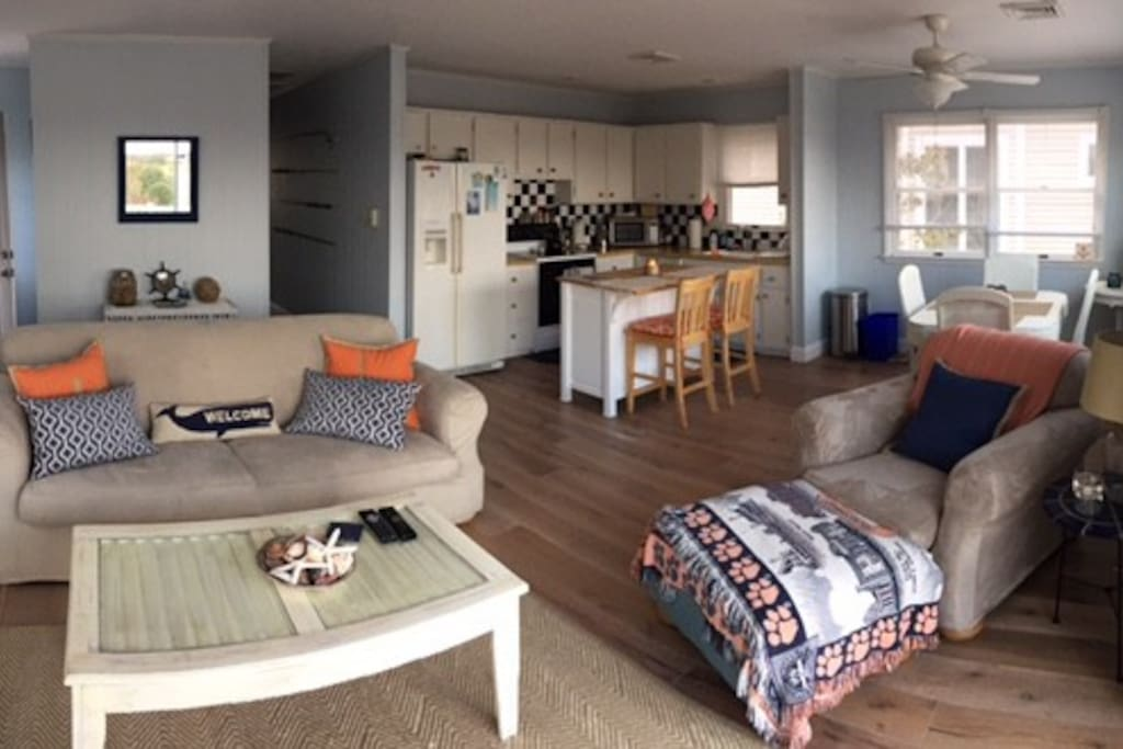 Large, spacious open living, diving and kitchen area