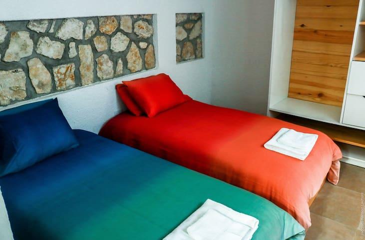 Bouble bedroom/ Chambre double (photo2)