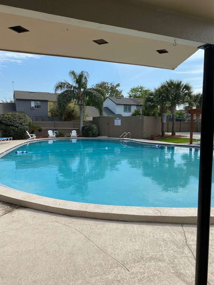 Entire 2BR Apt 1 mile from the beach!!!