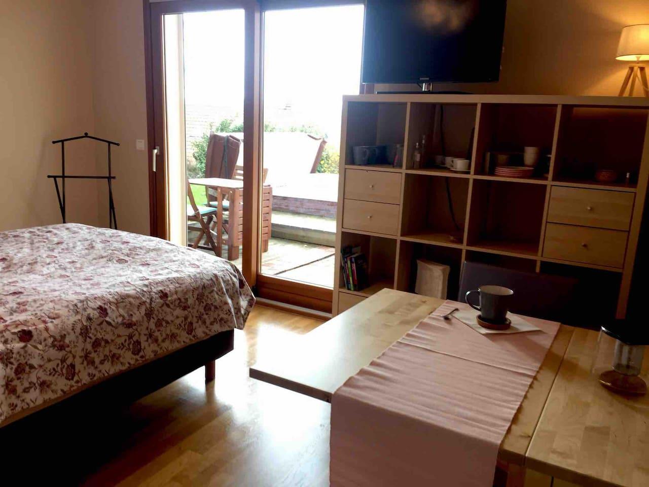 Chambre avec accès à une terrasse privative