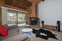 Stylish Kingswood one bedroom + loft, CLOSE to Northstar & beach, projection TV