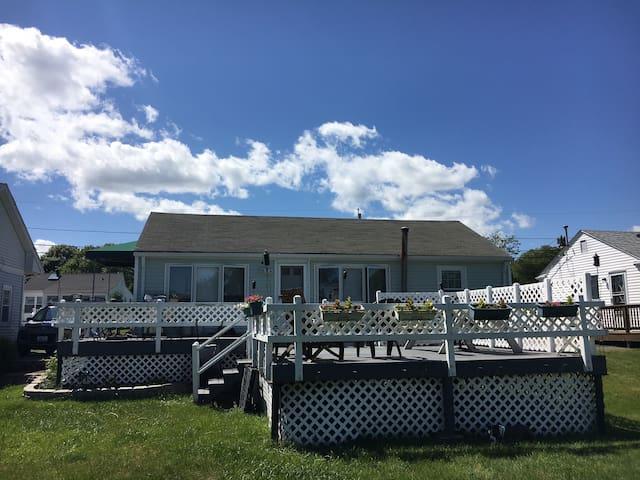 Scarborough Beach House (5 Minute Walk To Beach) - Narragansett - Hus