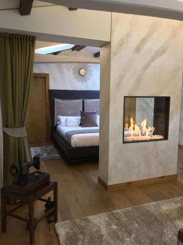 RUBINO Suite | on the canal with fireplace