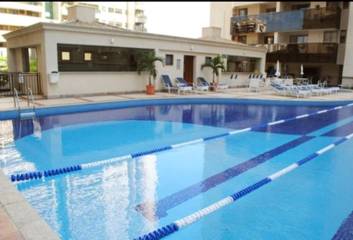 NOVO! APTO TOP Cond Fechado Barra Resort 10m praia