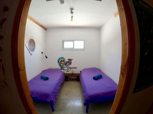 Golan Heights Hostel - Twin Room - 2 Single Beds