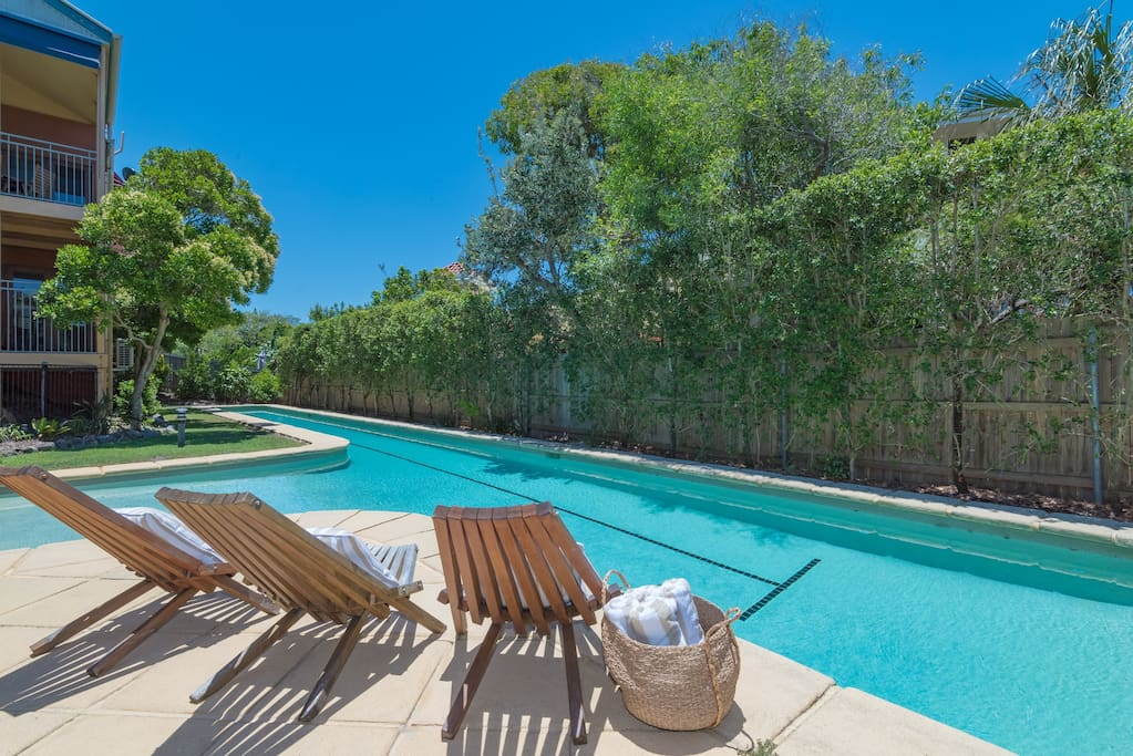 Noosa beach daze sunshine beach townhouses for rent in for Pool show on foxtel