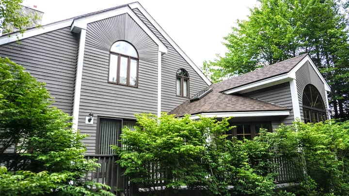 Private 4 Bedroom Vacation Home in the Waterville Valley Resort