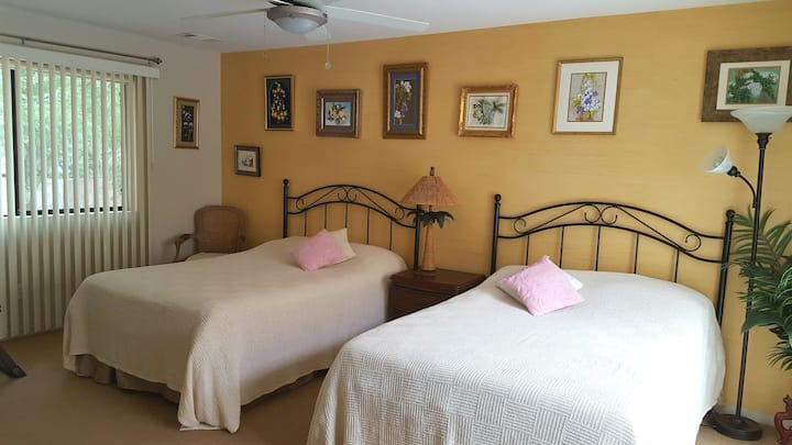 CHARMING SUITE WITH PRIVATE  ENTRANCE, BATH & POOL