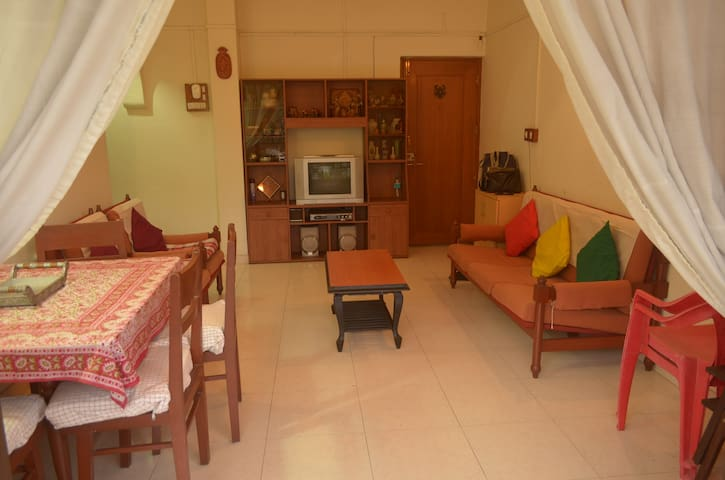 Spacious, central and clean 2BHK on Sinhagad Road - Pune - Appartement