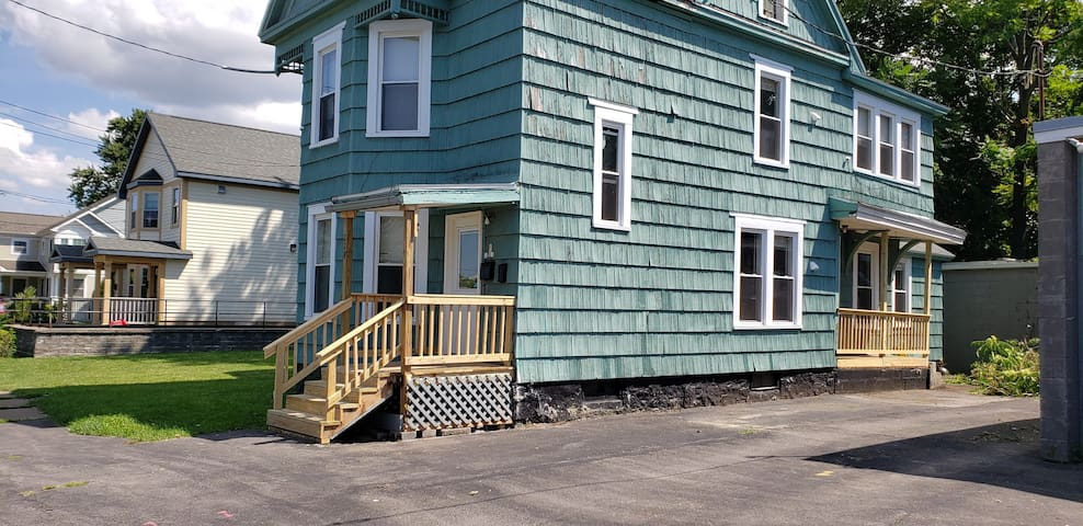 (2) Convenient 2bdrm Syracuse University apartment