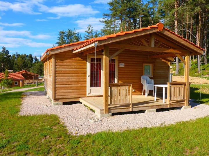Wooden chalet of 35m2 for 6 people.