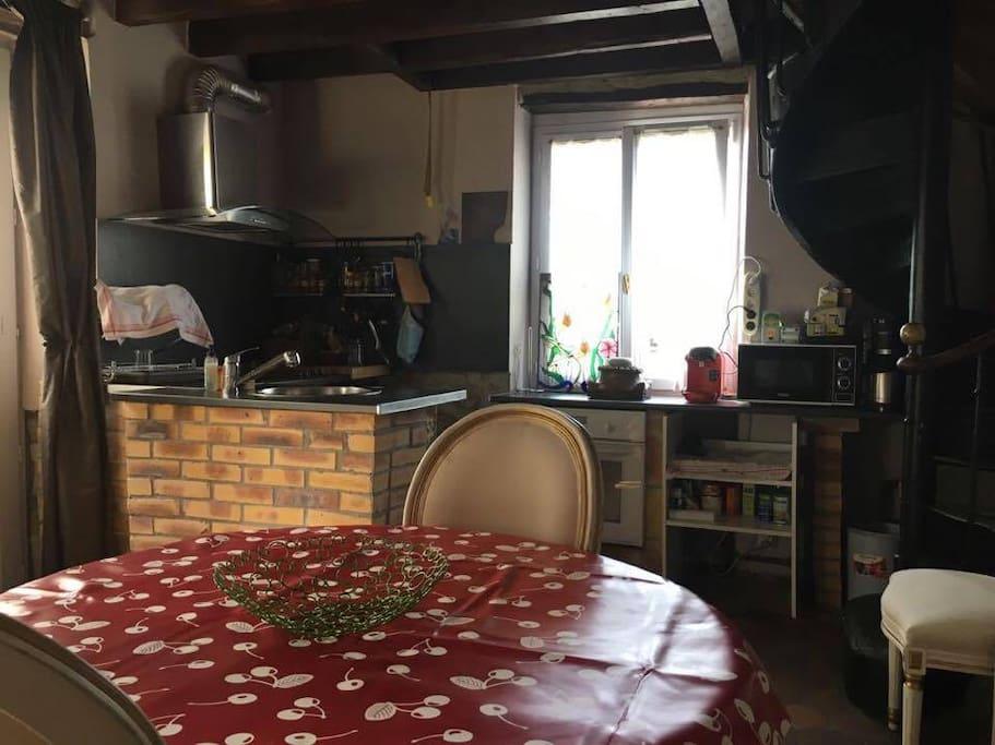 Salle à manger/Cuisine - Dining room/Kitchen
