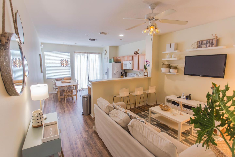 Sala e cozinha / Living and kitchen