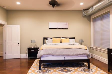 Comfort, Space and Entertainment Near Downtown STL - Сент-Луис - Гостевые апартаменты