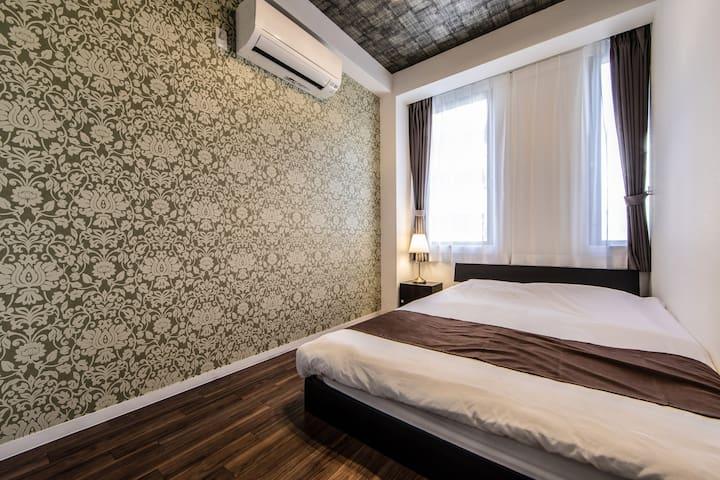 Bed room double bed 一张双人床