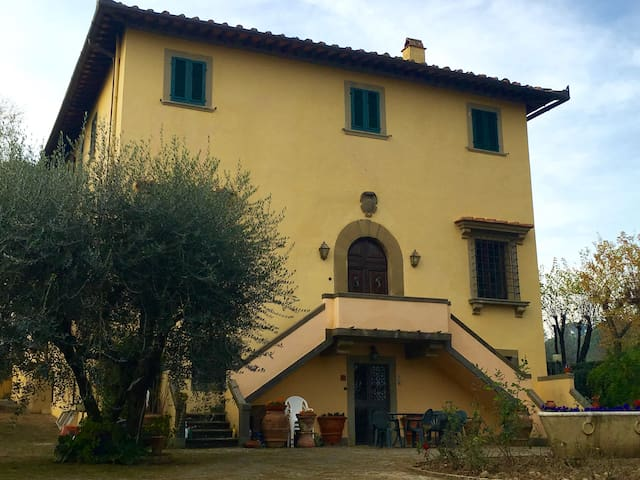 On the hill, close to the center - Firenze - Bed & Breakfast