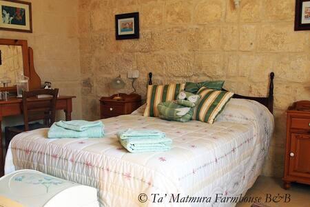 Ta' Matmura B&B - 'Hibiscus' - Għarb