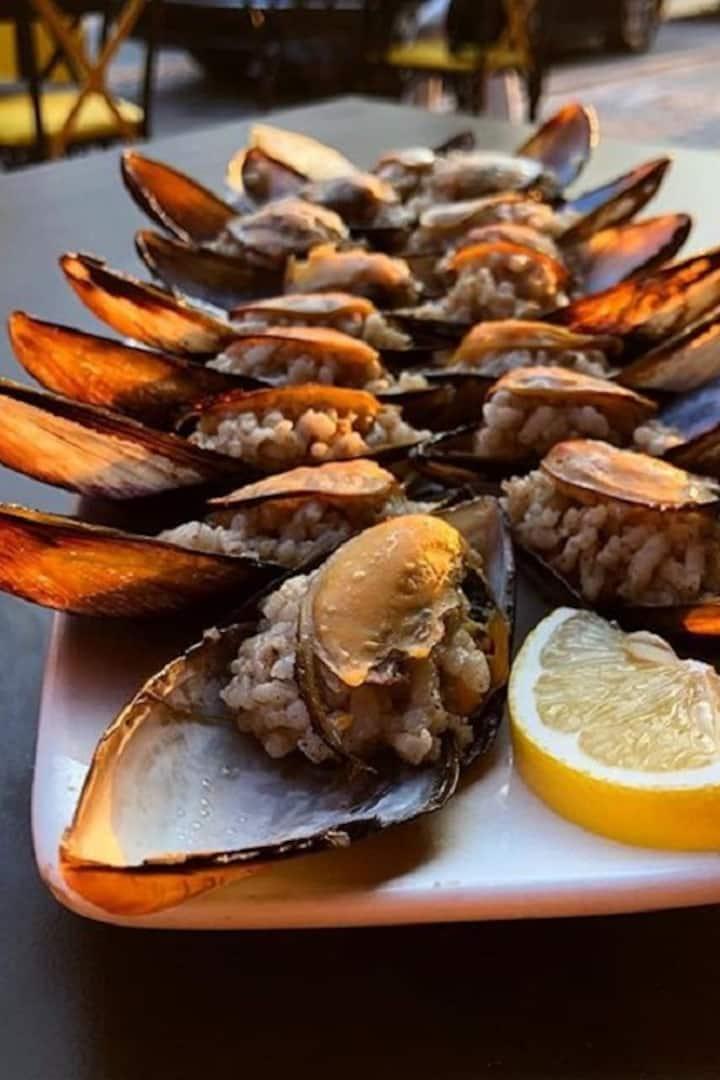 Turkish Traditional Mussel ( Midye )
