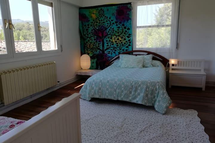 Dormitorio 1 -  cama doble grande y cama nicho para 2 personas.