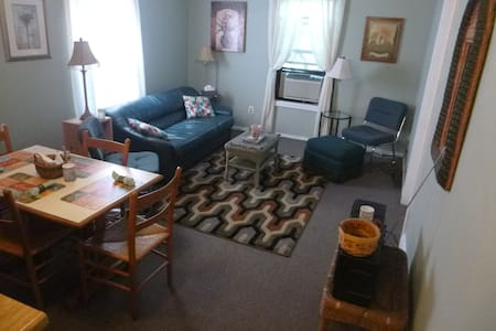 Private bedroom, shared kitchen,bath, laundry,WiFi - Rensselaer - Byt