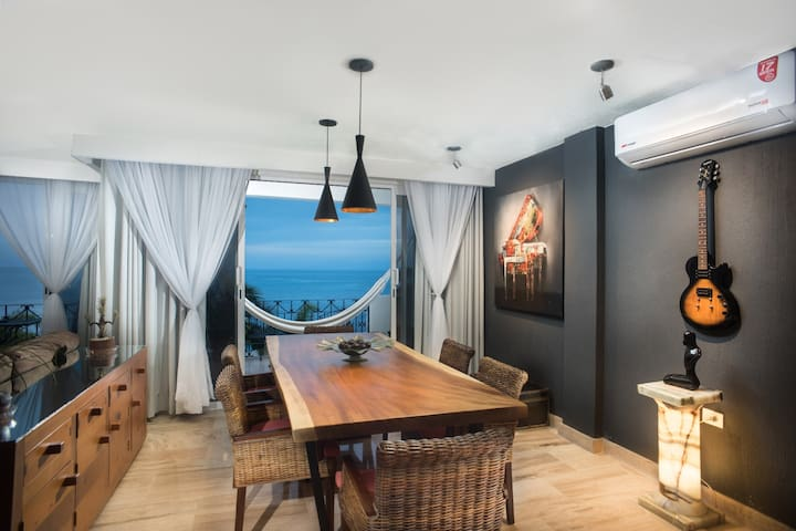 MALECON OCEANFRONT EXCLUSIVE CONDO 2BD, DOWNTOWN