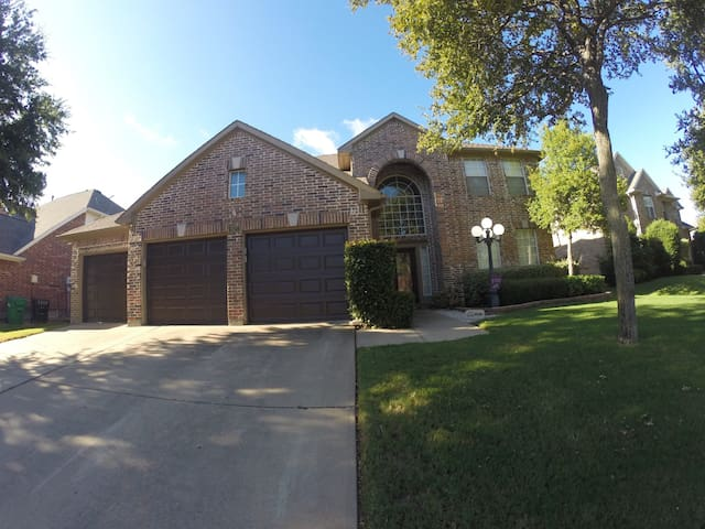 Resort Living Near DFW Airport | Great for Groups! - Flower Mound - House