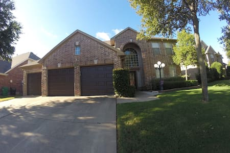 Resort Living Near DFW Airport | Great for Groups! - Flower Mound - Dům