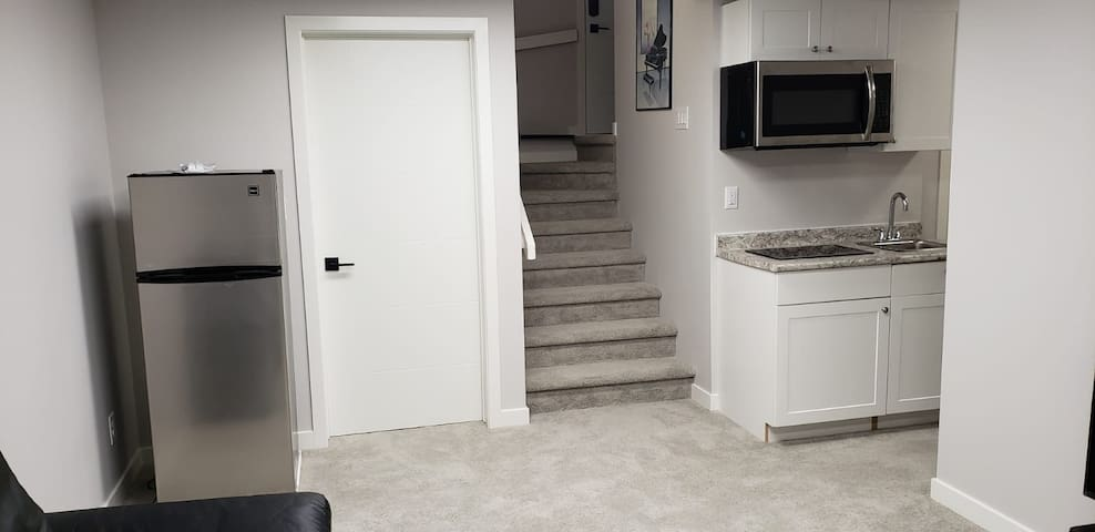 Nice room with separate entrance/free parking/wifi
