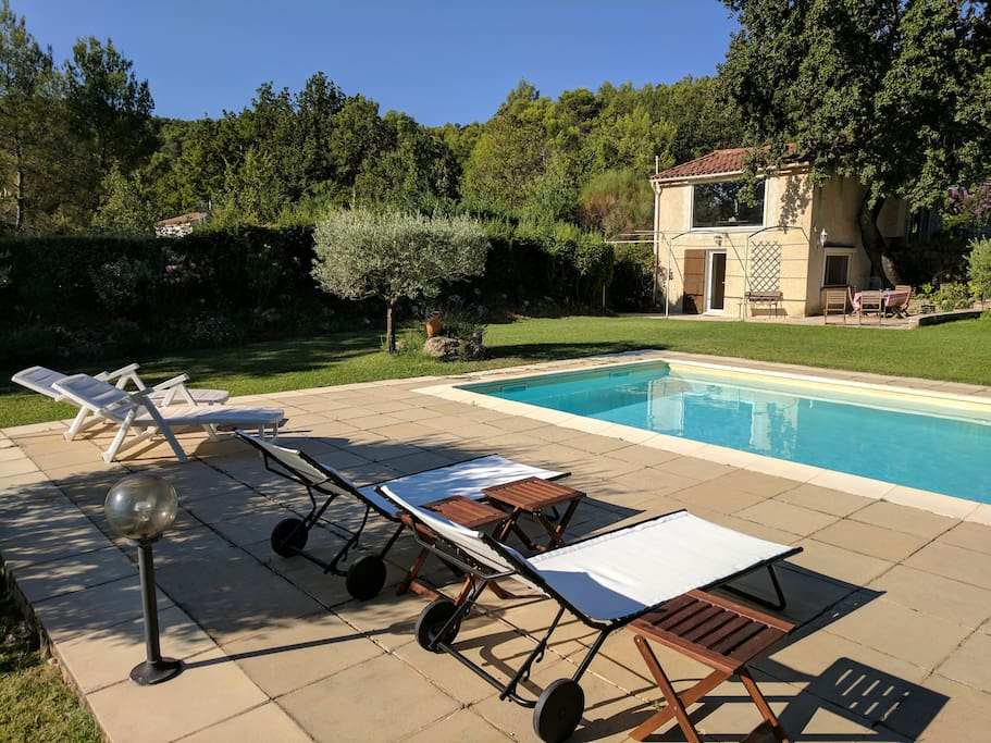 Havre de paix au c ur de la provence houses for rent in for Piscine puy sainte reparade