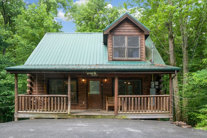 Starry Nights| Hot Tub| Convenient Location