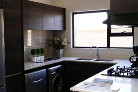 3 Bedroom apartment - Lethabong - Lägenhet