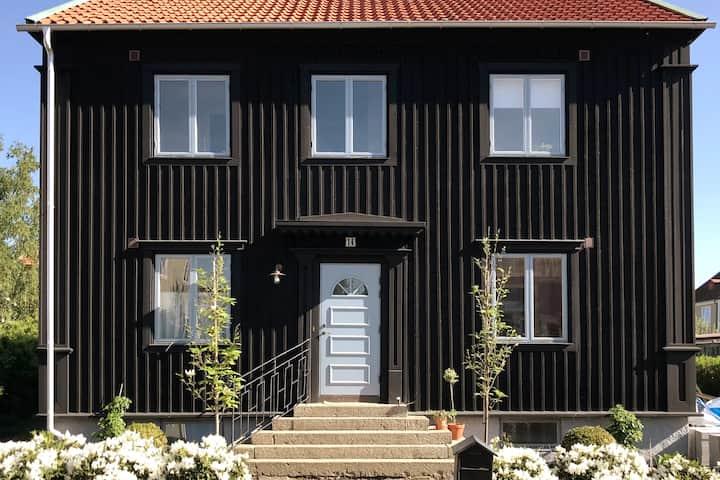 Mysig källarvåning: tre rum & kök vid Slottsskogen
