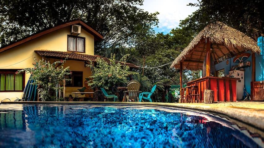 Tamarindo Backpackers Hostel - Dorm Rooms#2