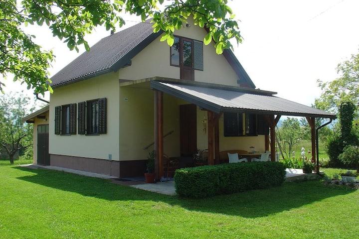 """Mountain house """"Dubravka"""" near Plitvice Lakes"""