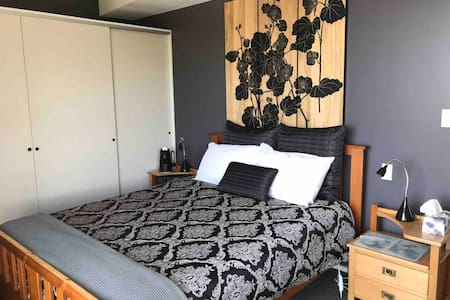 Waiheke Room with a View Palm Beach - with ensuite