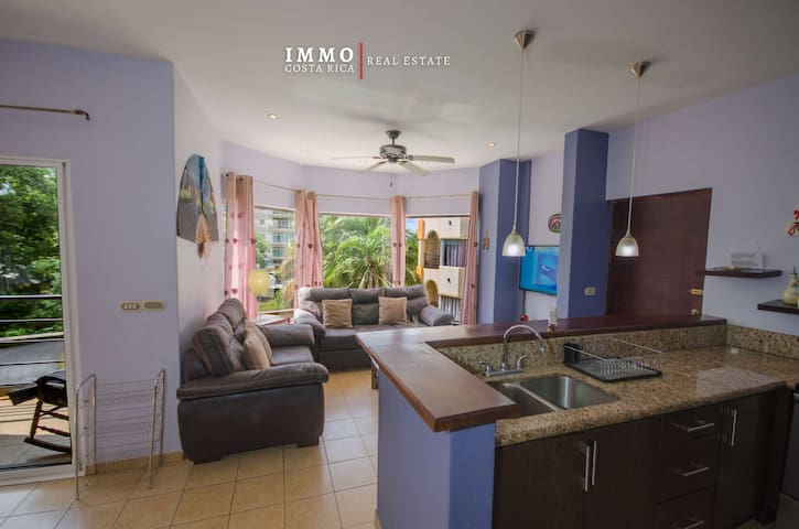 Bayside 2 bedroom apartment 200 meters from the beach with a pool