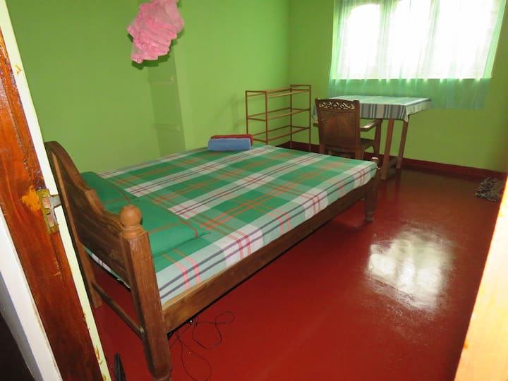 Hikkaduwa Home Stay - Room with private bathroom