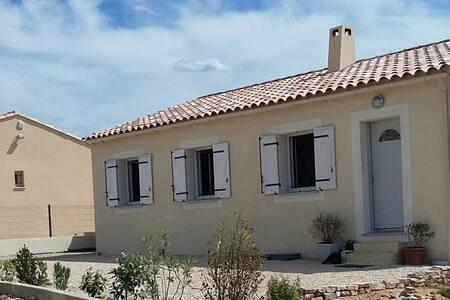 Maison recente a l'entree du village - Bédoin