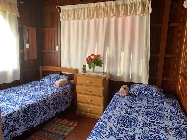 Habitación 2 camas simples- c/ aire acondicionado
