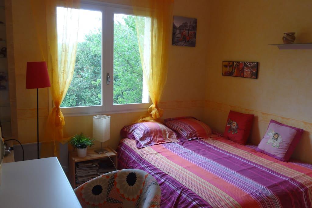 jolie chambre id ale pour tudiant e ou stagiaire chambres d 39 h tes louer n mes languedoc. Black Bedroom Furniture Sets. Home Design Ideas
