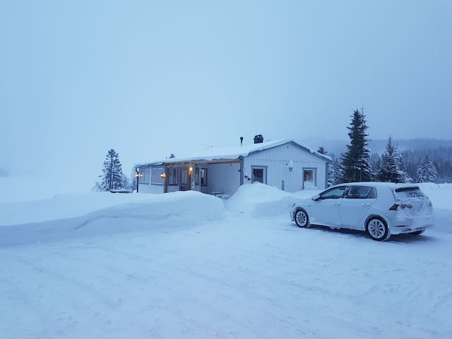 winter paradise! 12min to local ski resort.