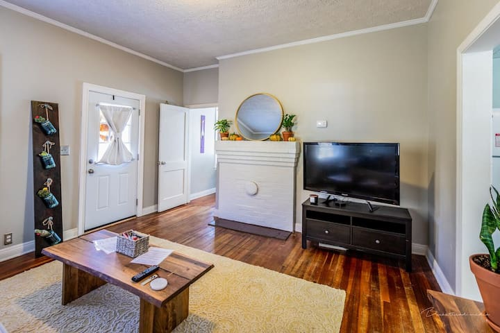 Cozy Home Minutes From Downtown