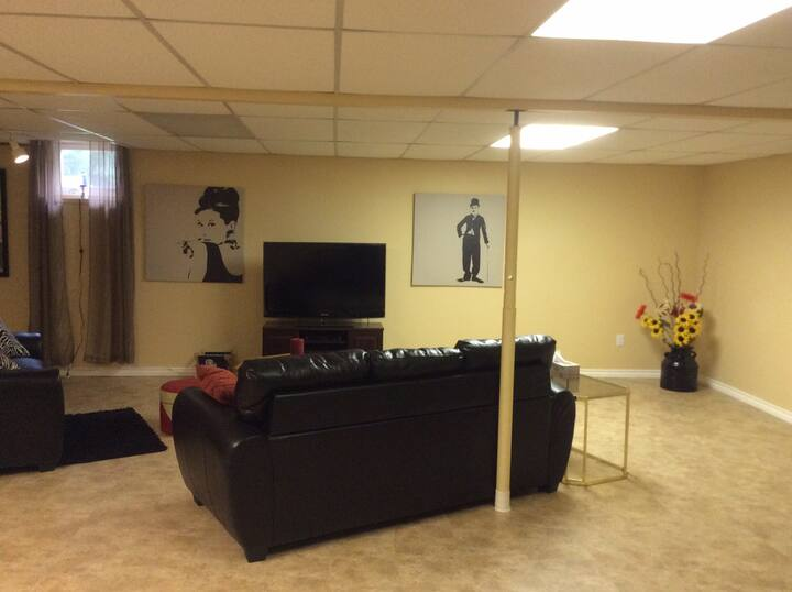 Bright spacious, private, clean suite /2 Bedrooms